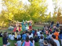 Èxit en l'animació teatral amb jocs representada a l'Arborètum-Jardí Botànic de Lleida