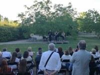 Unes 130 persones assisteixen al concert de capvespre celebrat a l'Arborètum